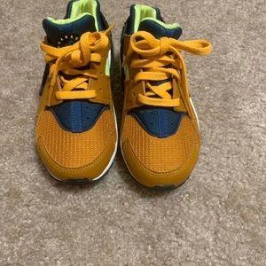 Nike Kids Huaraches . Size 12